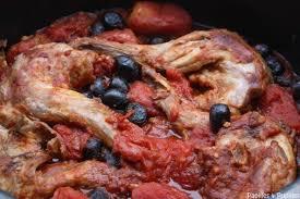 cuisiner lapin recette lapin aux tomates et aux olives noires