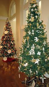 chrismon tree tells the story of through symbols the
