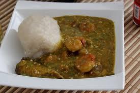 cuisiner le gombo recette sauce gombo aux crevettes et poisson fumé togo