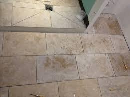 travertin salle de bain joint carrelage sol et murs