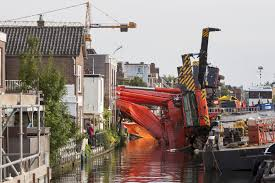 netherlands crane collapse demolishes houses injures at least 20