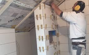 badezimmer mit dusche fliesen verlegen wand dusche badezimmer tipps tricks gehrung