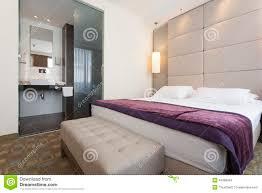 salle de bain luxe intérieur d u0027une chambre à coucher d u0027hôtel de luxe avec la salle de