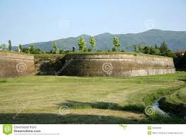Lucca Italy Map by City Walls Of Lucca Tuscany Italy Stock Photos Image 32084693