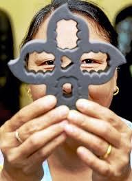 kunga choekyi of kc u0027s nails uses nail polish holder invention as