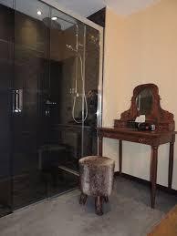 italienne dans chambre chambre ardoise à l italienne coiffeuse photo de hôtel