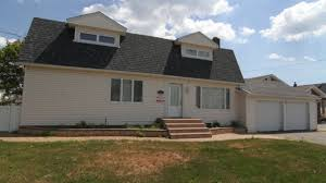 Homes For Sale Long Island by Ny Rising Paramount Realty Auction 155 Long Island Homes Up For