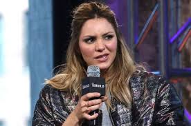 katharine mcphee crashes wedding disses bride after getting