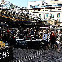 Urban Outfitter Covent Garden - covent garden piazza is always busy with shoppers and culinary