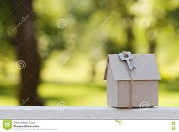 Haus Kaufen S Papphaus Mit Schlüssel Gegen Grünes Bokeh Gebäude Darlehen