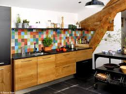 credence cuisine originale deco créer une crédence multicolore dans la dépendance pour casser la