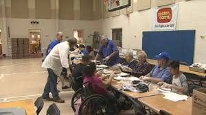 photos volunteers prepare thanksgiving meals at salvation army wftv