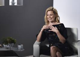kia commercial actress elizabeth banks directs super bowl commercial featuring bill nye