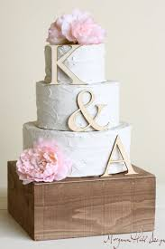 unique wedding cakes 19 unique wedding cake toppers