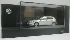 volkswagen silver genuine vw golf mk7 4 door reflex silver metallic 1 43 scale