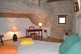 chambre d hote troglodyte logis de la tour location chambre d hôtes 16g9326 aubeterre sur