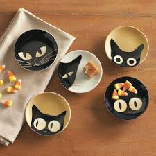 cat plates make something like this with ceramic paint