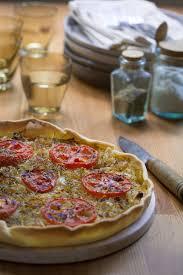 cuisiner une pizza recette de tarte aux oignons doux moutarde et tomates