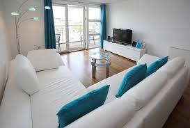 Wohnzimmer Orange Blau Eine Wand Blau Streichen Wohnzimmer Angenehm Auf Moderne Deko