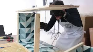 customiser un bureau en bois customisation d un meuble d enfant esprit scandinave