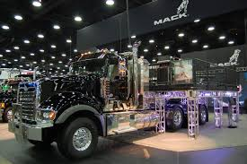 photo gallery mack trucks at the 2014 mid america trucking show