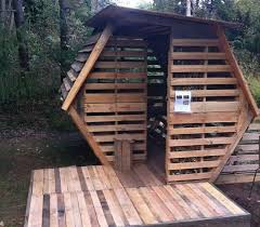 how to build a floor for a house 20 diy pallet shelter designs that will you living large