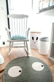 rocking chair chambre bébé rocking chair chambre bebe un rocking chair en bois blanc avec un