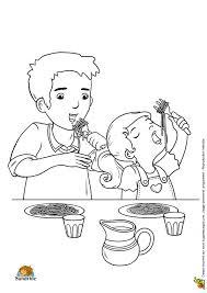 Coloriage repas famille k sur Hugolescargotcom