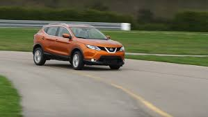 nissan rogue sport review 2017 nissan rogue sport hits a sweetspot says consumer reports