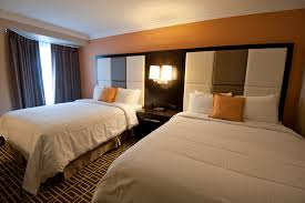 guests room guest rooms visitors inn hotel in hamilton ontario