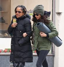 meghan markle with her mom going to yoga 14 gotceleb