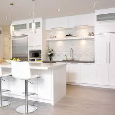 dessus de comptoir de cuisine pas cher rangement et tablette suspendue en bois massif au dessus de l