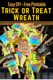 simple diy trick or treat halloween candy wreath free printable