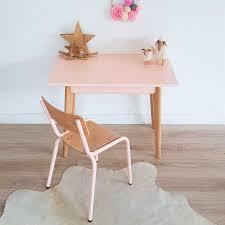 chaise vintage enfant bureau d u0027enfant vintage et chaise d u0027écolier coloris rose modèle