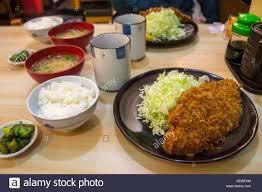 cuisine traditionnelle japonaise la cuisine traditionnelle japonaise tonkatsu servi dans un petit