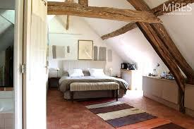 amenager comble en chambre amenagement chambre sous comble chambre sous combles avec baignoire