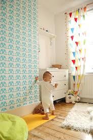 voilage chambre bébé chambre bebe avec sol en planchers clairs et rideaux voilage enfant