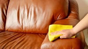 comment renover un canapé en cuir comment nettoyer un canapé en cuir côté maison