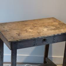x bureau petit bureau d enfant en bois joliment patiné par le temps