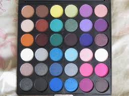 the smoke it out palette es with 36 shadows with mostly matte and satin finishes most of the eyeshadows are extremely ery soft and easy to blend