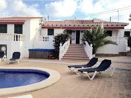 chambre avec bain a remous villa privée avec 4 chambres et piscine et bain à remous wifi