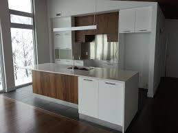 cuisine contemporaine en bois cuisine contemporaine blanche et bois 562197 design lzzy co