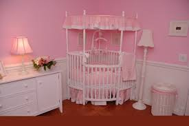 chambre de princesse pour fille lit chateau pour fille chambre pale et taupe decoration