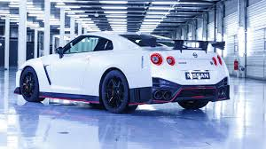 nissan gtr nissan gt r nismo 2017 review by car magazine
