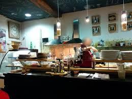 cuisine restauration la cuisine située au centre de la salle de restauration photo de