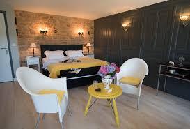 chambres hotes bretagne une chambre au décor blanc et noir symbole de la bretagne