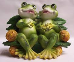 frog couple on bench figurine home cabin decor eac