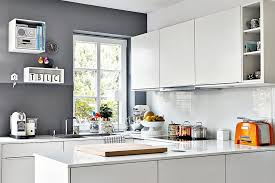 fliesenspiegel k che verkleiden ideen für die küchenrückwand glas metall fliesen holz