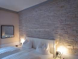 steinwand wohnzimmer streichen innenarchitektur schönes kühles wohnzimmer steinwand hell