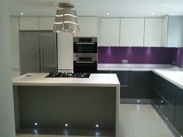 id de cr ence pour cuisine cuisine grise et aubergine girly de couleur pimp my home